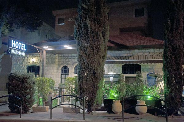 האחוזה בחיפה- מלון המציע חדרי אירוח וסוויטות בסטנדרטיים גבוהים סוויטת יסמין, ורד, ציפורן ולילך- בהם תהינו מחוויה זוגית למספר שעות